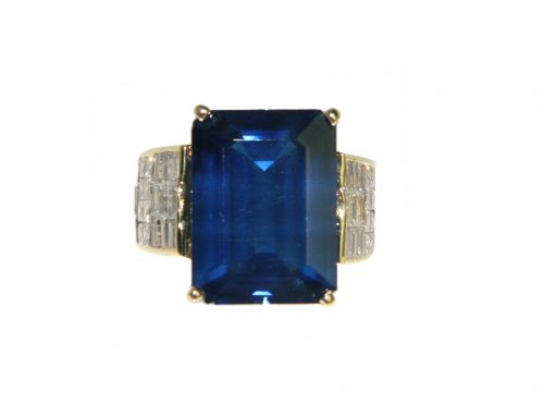 CONTEMPORARY 14KT. YELLOW GOLD, DIAMOND AND SAPPHIRE RING